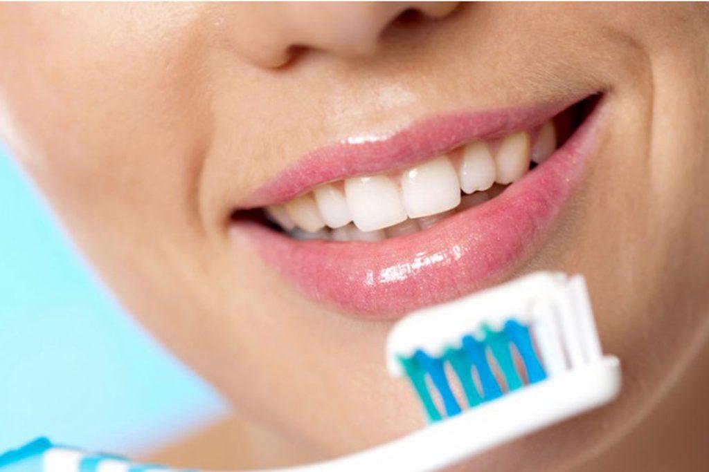 As 5 Formas De Branquear Os Seus Dentes Sem Gastar Dinheiro A Moda